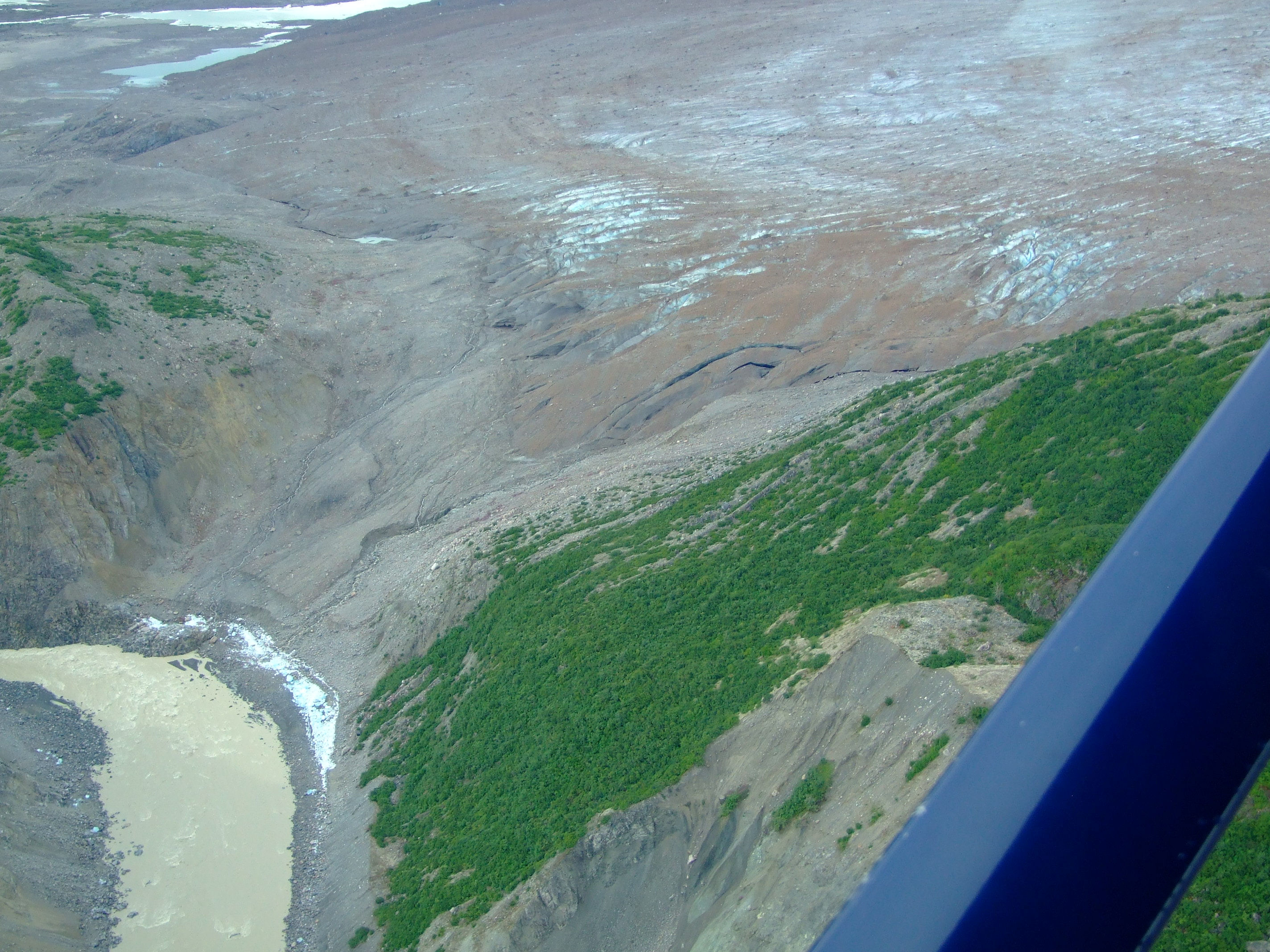 The water clearly wasn't flowing in any substantive measure from the frontal tongues of the glacier (although blue ice was once again deposited at the foot of the moraine)…